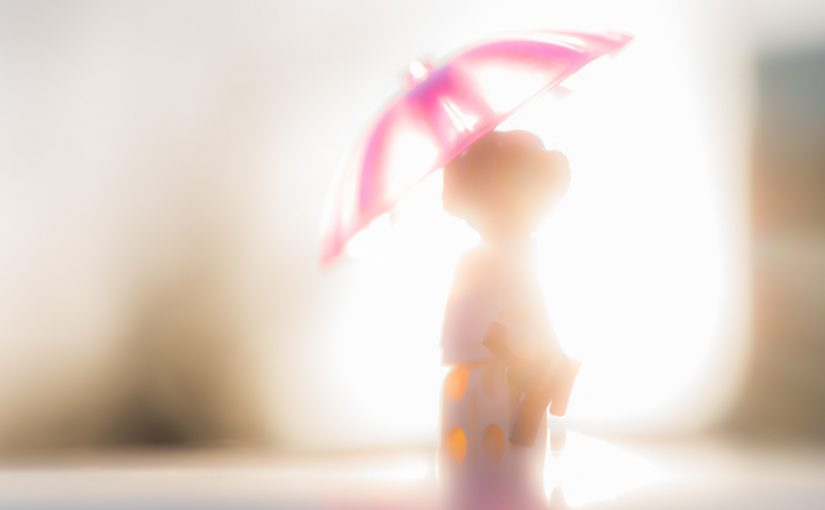 The light enchants me to do toy photography again