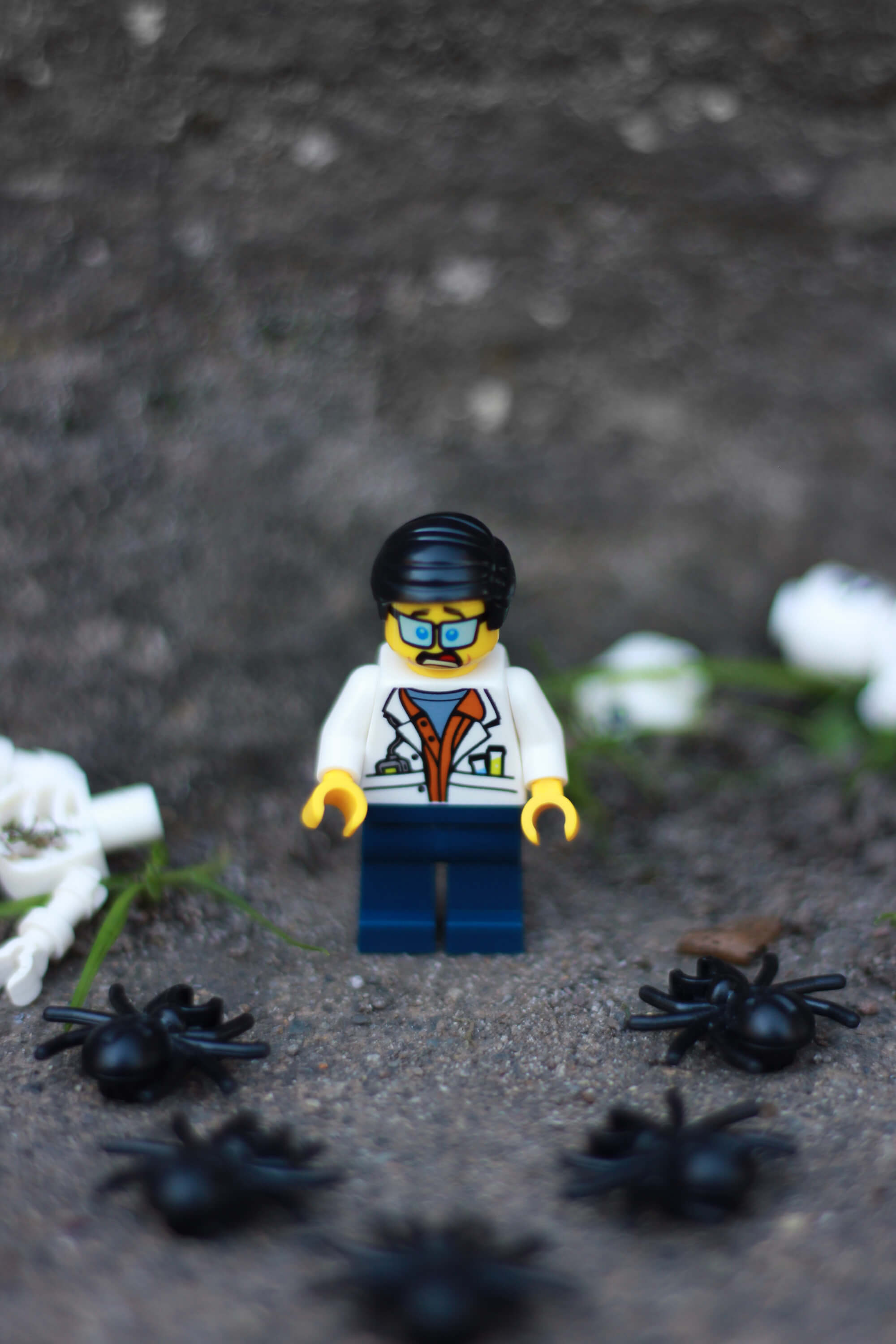 lego cit jungle scientist spiders
