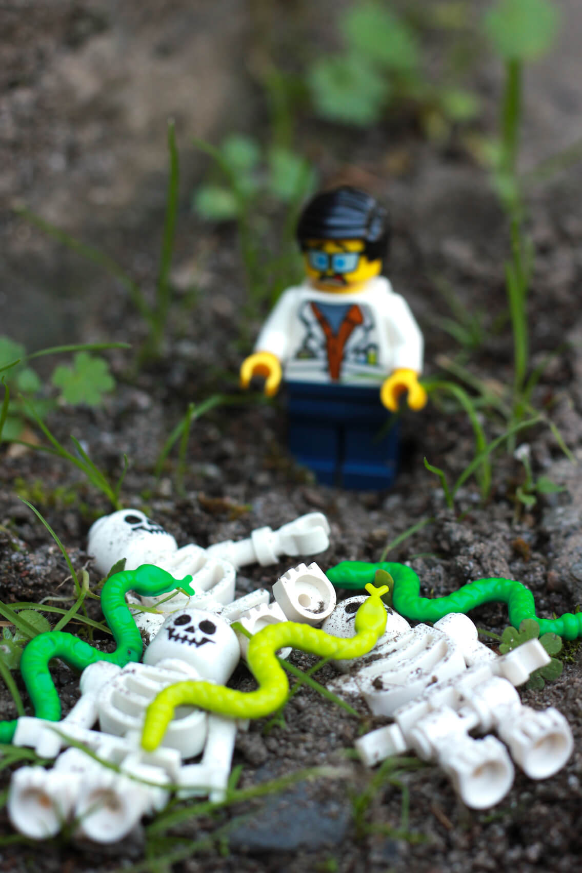 lego city jungle scientist snakes
