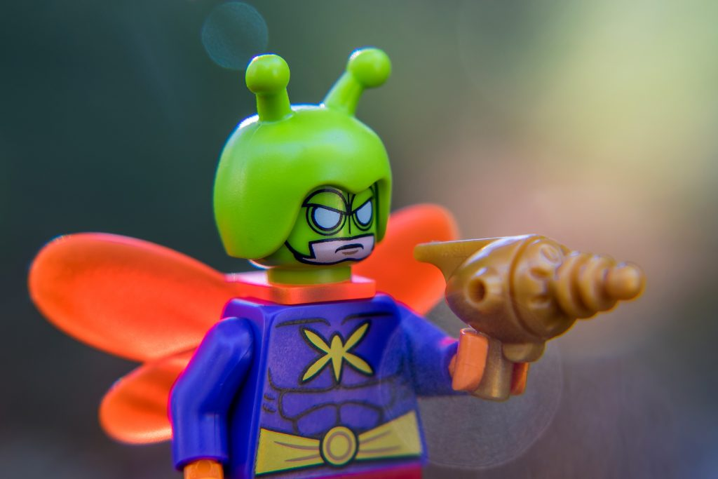 The Batman Movie Series 2 CMF Review: Killer Moth's Incapacitating cocoon gun, in gold!