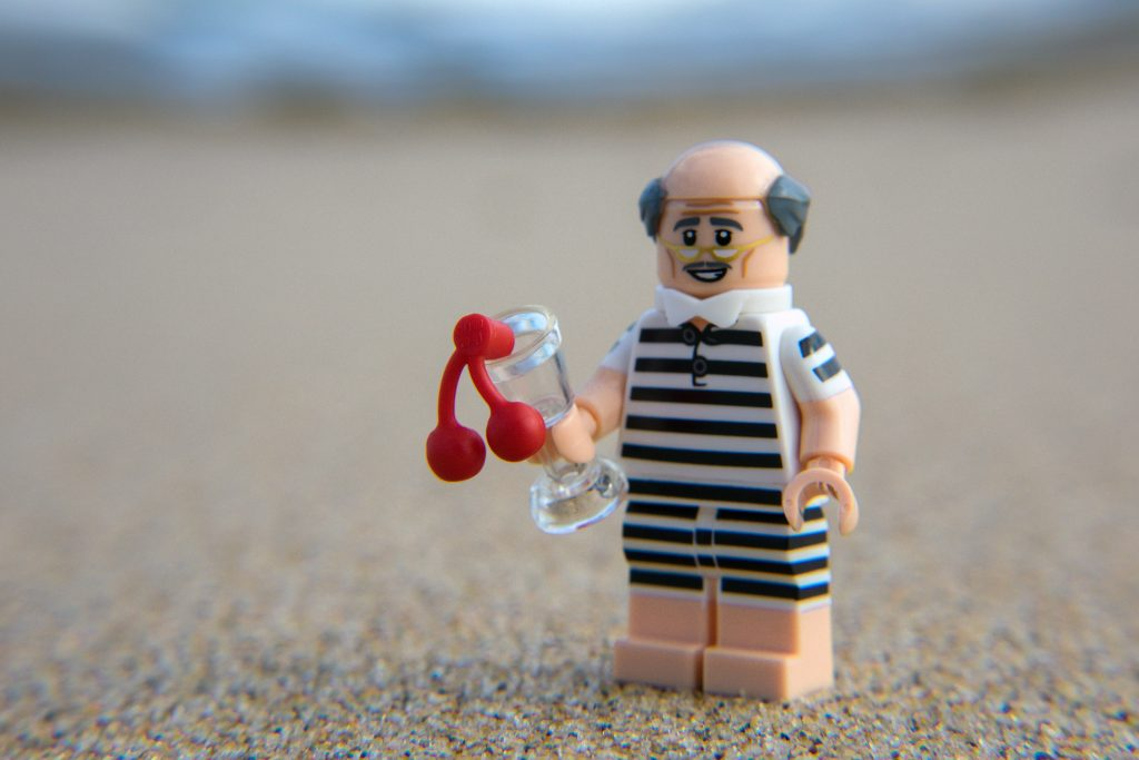 The Batman Movie Series 2 CMF Review: Beach Alfred