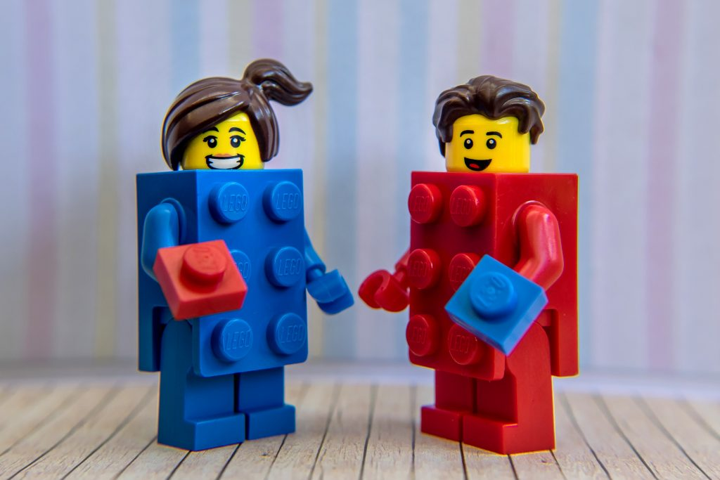 Series 18: LEGO Brick Suit Guy & Girl