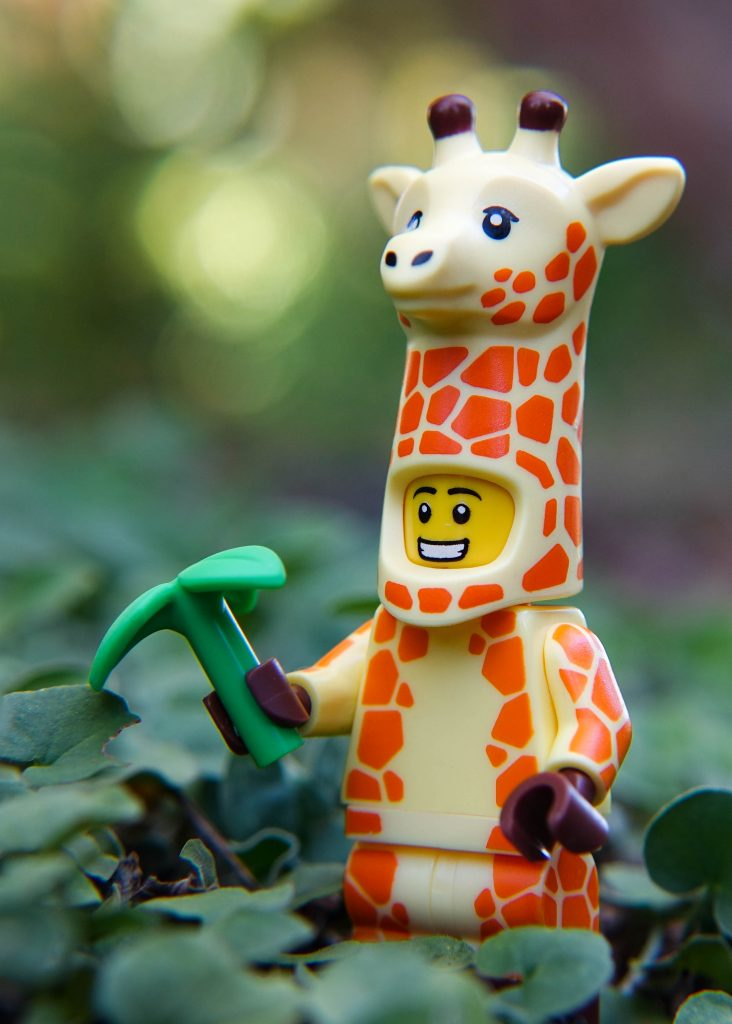 The LEGO Movie 2 Minifigure Review: Giraffe Suit Guy