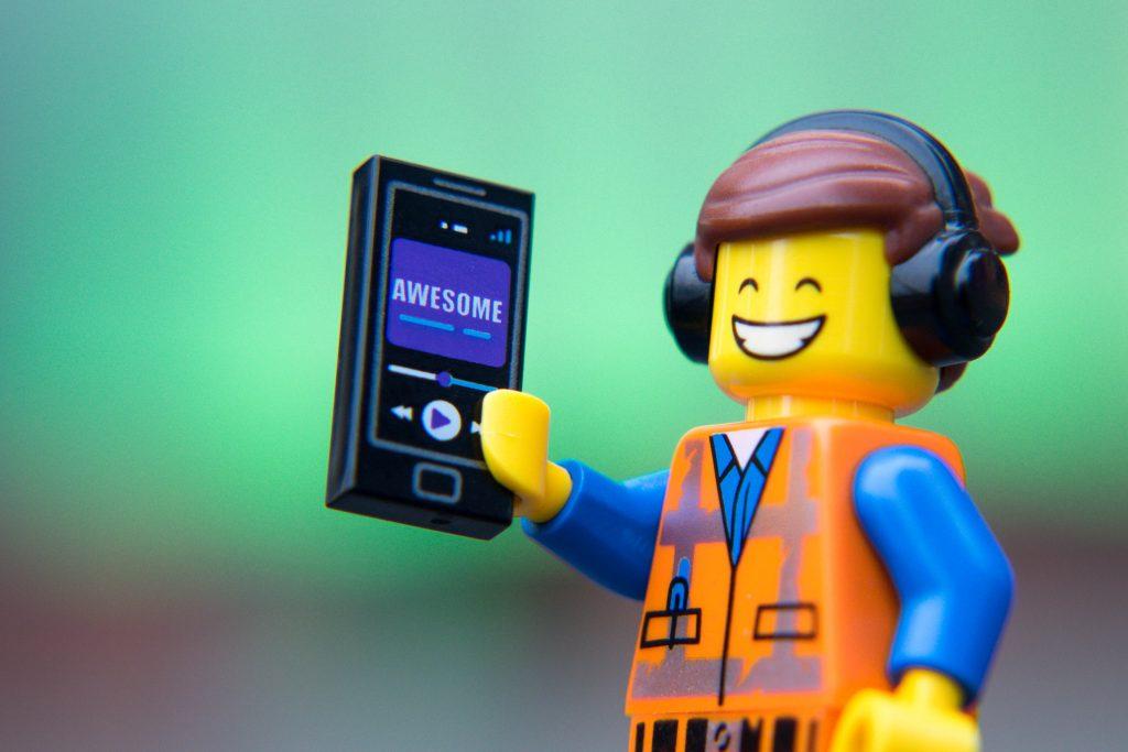 The LEGO Movie 2 Minifigure Review: Emmet