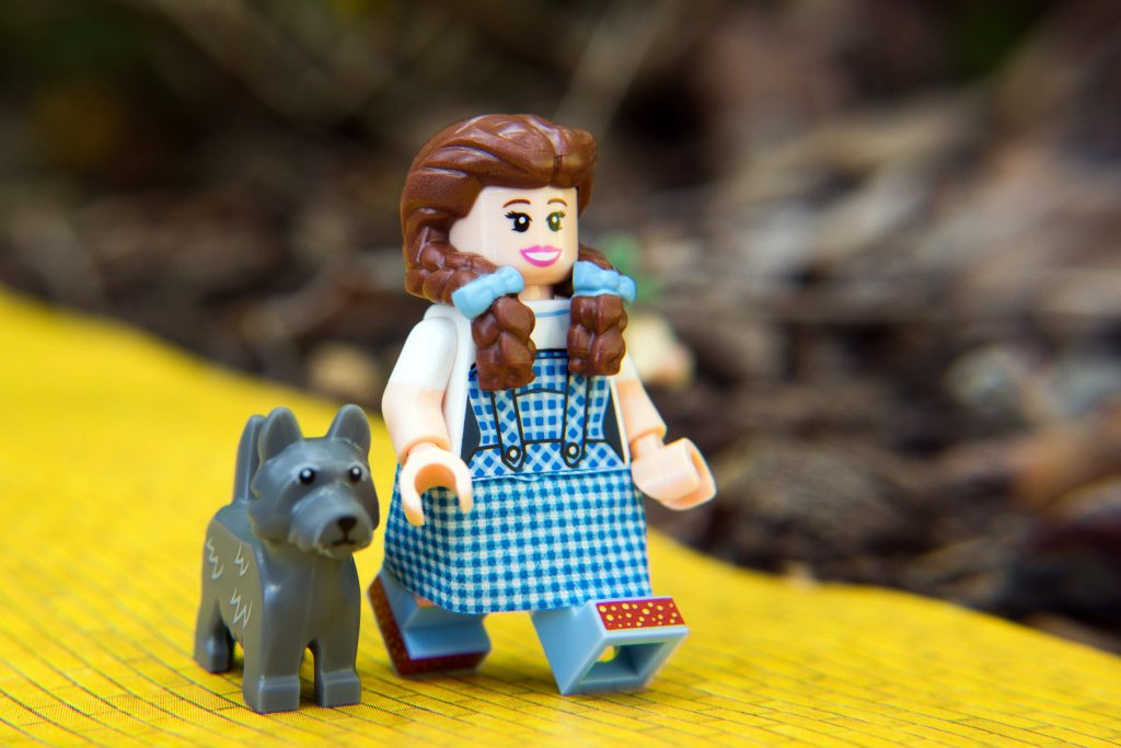The LEGO Movie 2 Minifigure Review: Dorothy Gale & Toto