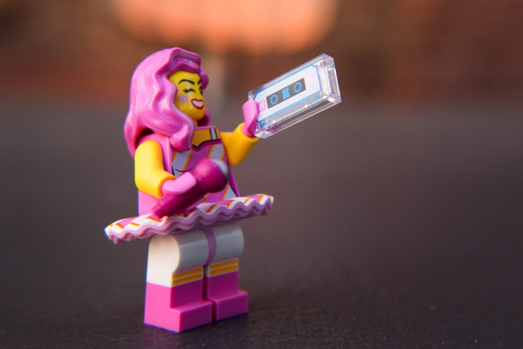 The LEGO Movie 2 Minifigure Review: Candy Rapper