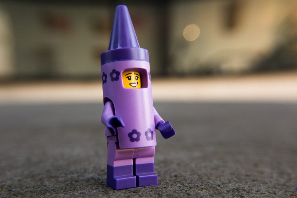 The LEGO Movie 2 Minifigure Review: Crayon Suit Girl