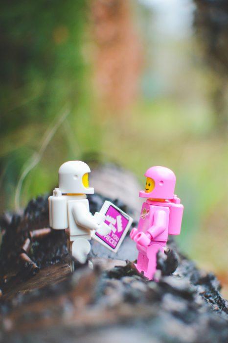 LEGO spacemen in love