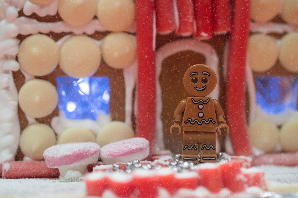 Gingerbread House with gingerbread man minifigure