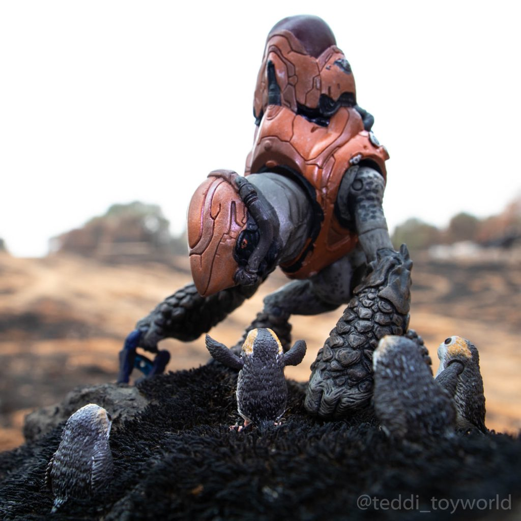 Halo grunt meets porgs by @teddi_toyworld