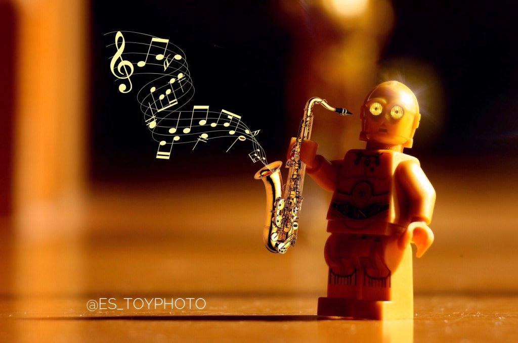 "Why? : ""Threepio"" playing the saxophone"