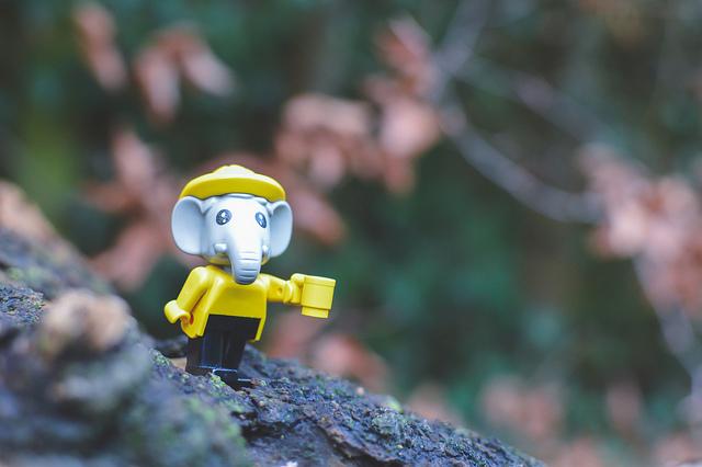 Fabuland Bert in yellow with a yellow mug