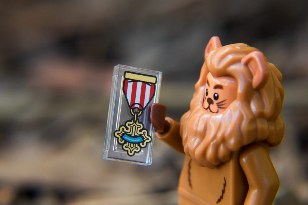 The LEGO Movie 2 Minifigure Review: Cowardly Lion