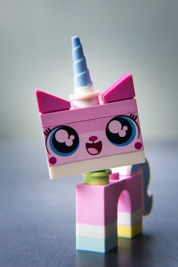 The LEGO Movie 2 Minifigure Review: Unikitty