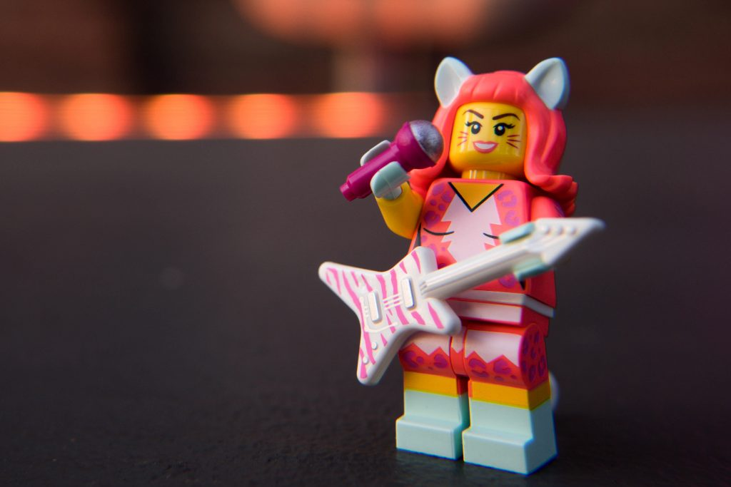The LEGO Movie 2 Minifigure Review: Kitty Pop
