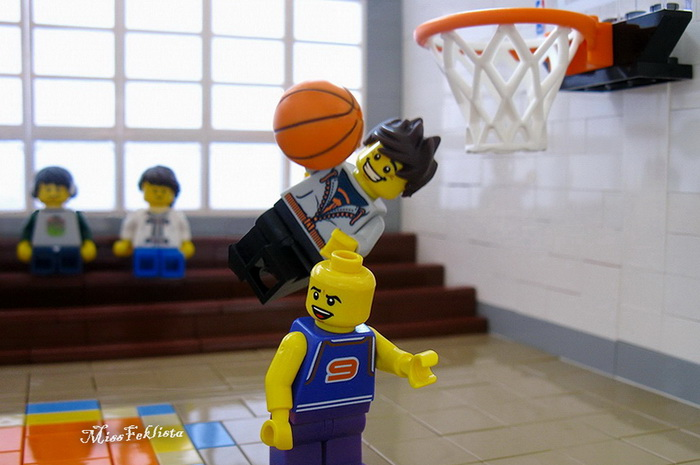 Peter and Flash are playing basketball