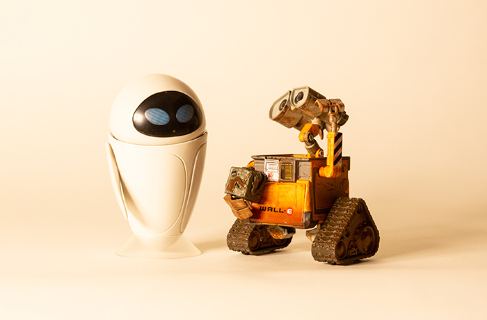 "Wall-E and Eve shot with two 6"" x 4"" led panels at an unbalanced 3200ºK."