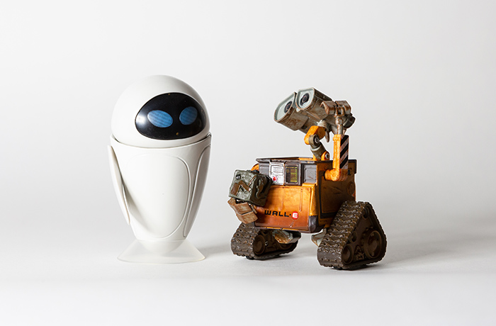 "Wall-E and Eve shot with two 6"" x 4"" led panels at a balanced 5600ºK"