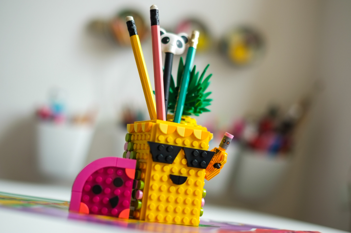 Lego Dots happy pineapple pencil holder