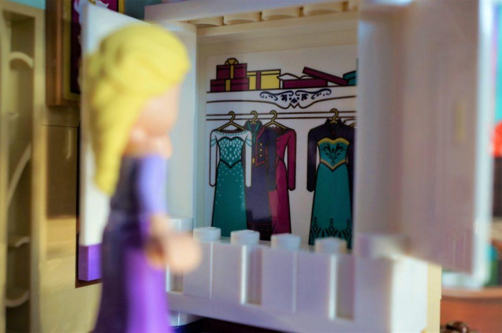 Elsa LEGO clothing closet by Jana Sabé Skálová