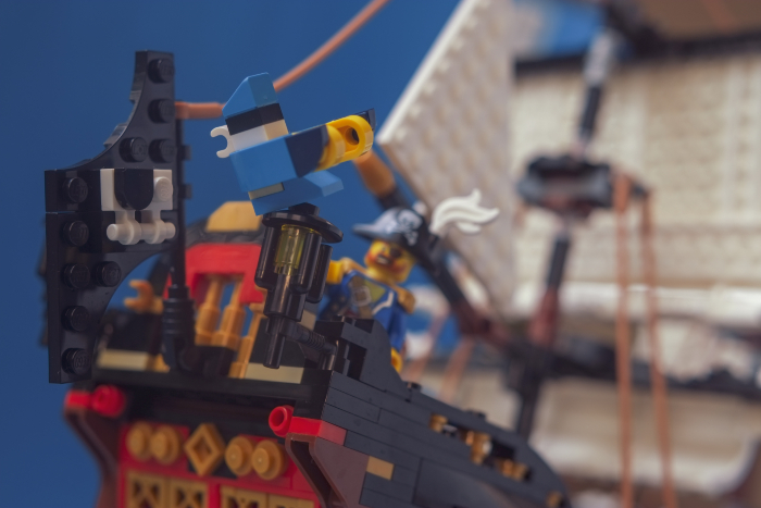 LEGO brick built bird is screeking