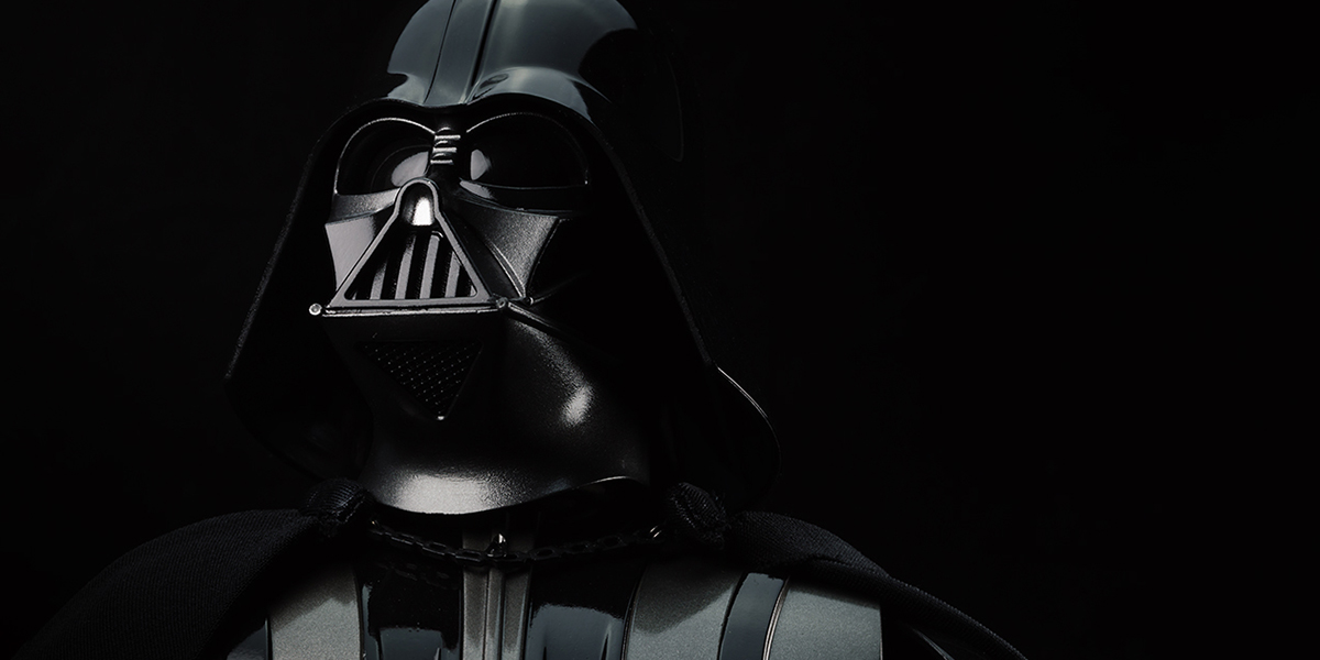 Toy Photographers Say Goodbye to Darth Vader Actor David Prowse