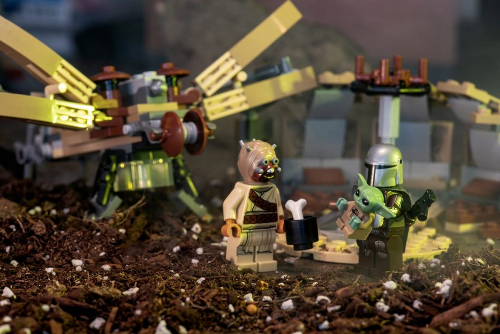 A review of the new LEGO Star Wars: The Mandalorian Trouble on Tatooine set 75299.
