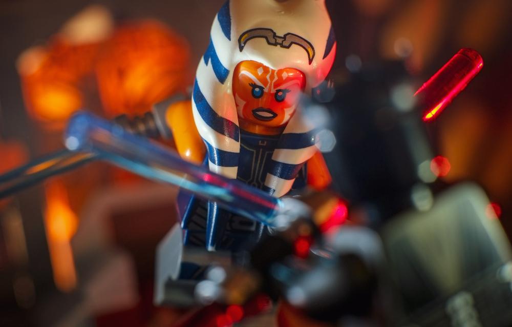 LEGO Ahsoka Tano minifigure attacking Darth Maul