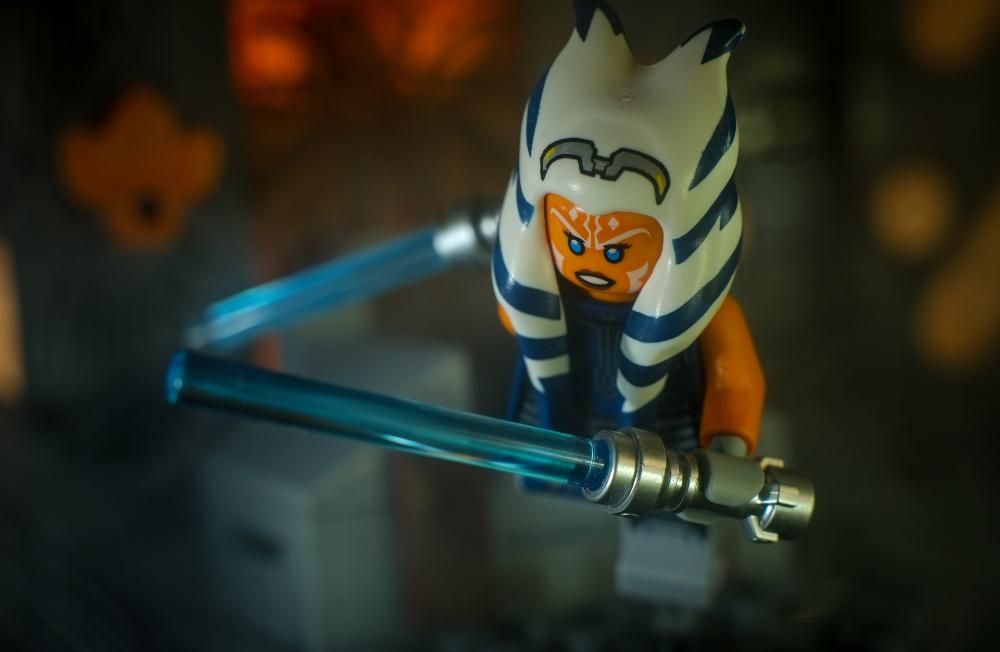 LEGO Ahsoka Tano minifigure with two light sabers running