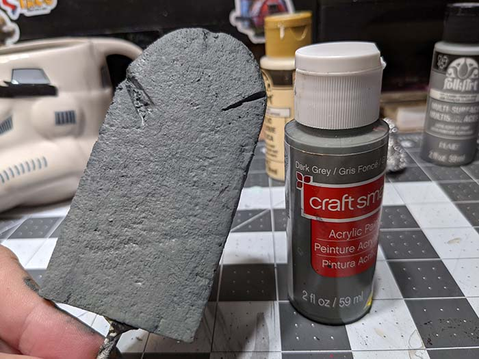 Tombstone: dark grey layer